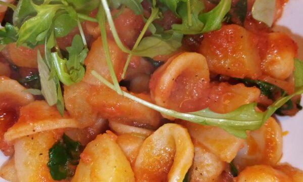 Nuova ricetta: Pasta con sugo di pomodoro, patate e rucola